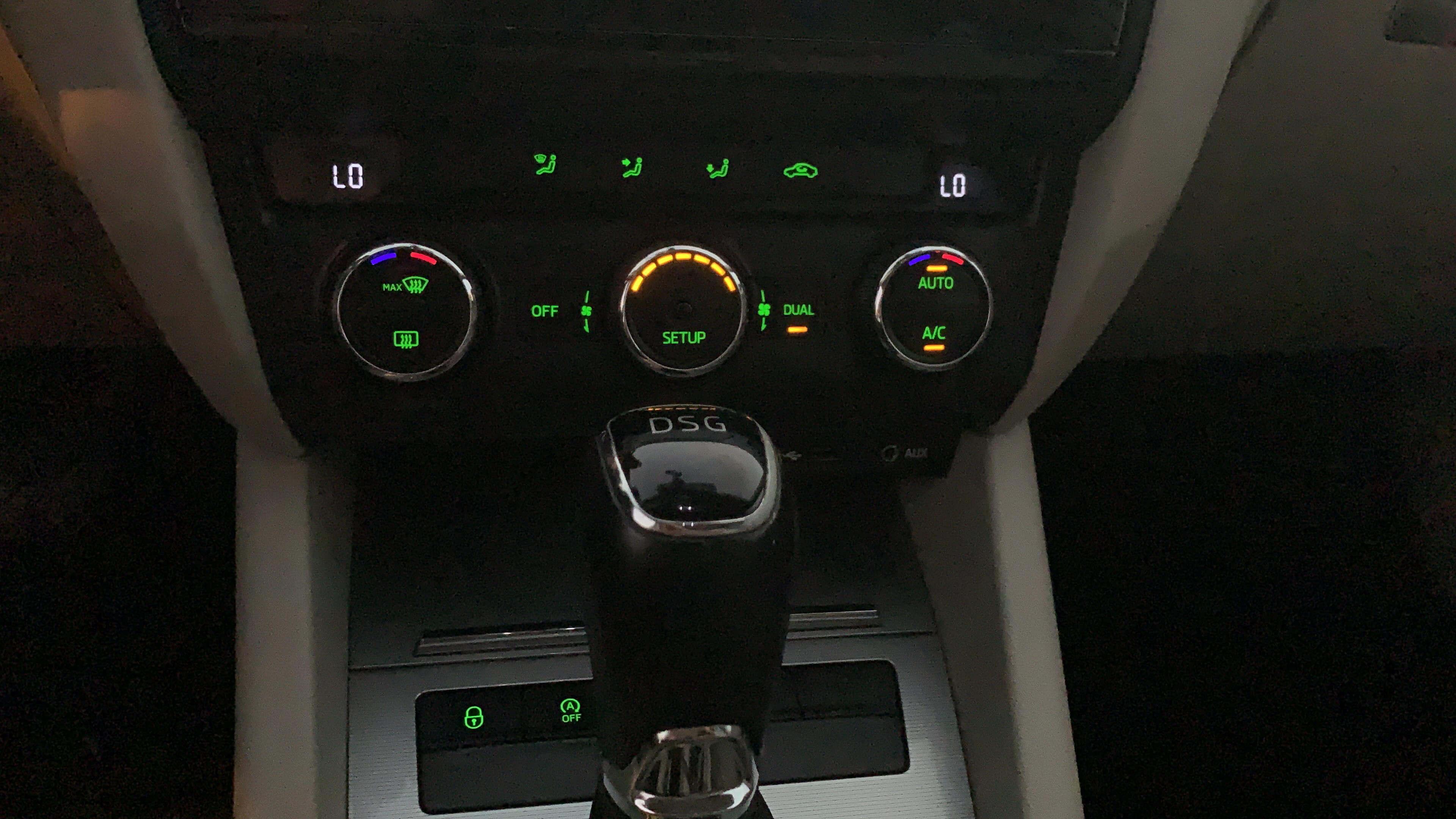דעיכת תאורה פנימית של כפתורים